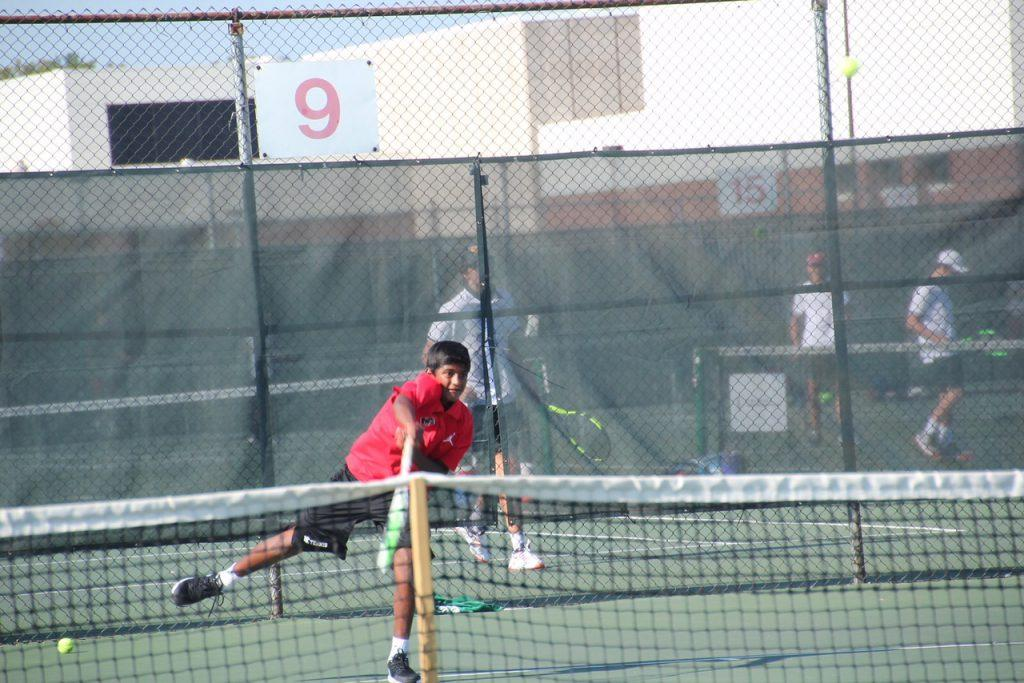 Mahenthiran+plays+no.+3+singles+on+varsity.+Mahenthiran+played+the+same+position+his+freshman+year.