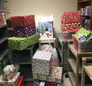 Dar Con Amor provides holiday gifts for underprivileged families